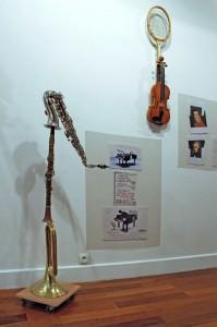 Art syncrétique 1964, instrument de musique modifié, remake 2011, trompette de cavalerie croisée clarinette croisée saxophone, mettre n'importe quel objet sur roulette
