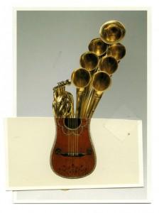 instrument de musique modifié, art syncrétique 1964, trombonne à sept pavillons croisé guitare à cinq choeurs, remake 2001