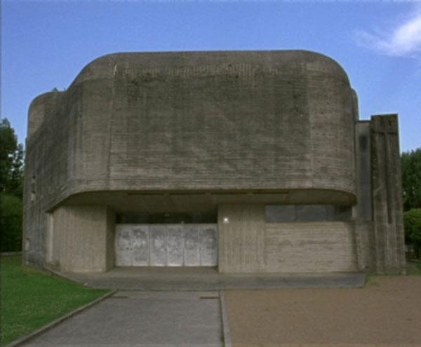 Aglaia Konrad, Concrete & Samples II Blockhaus, film 16mm transféré sur DVD, couleur, 4:3, sans son, Belgique, 2009, 9′50″.