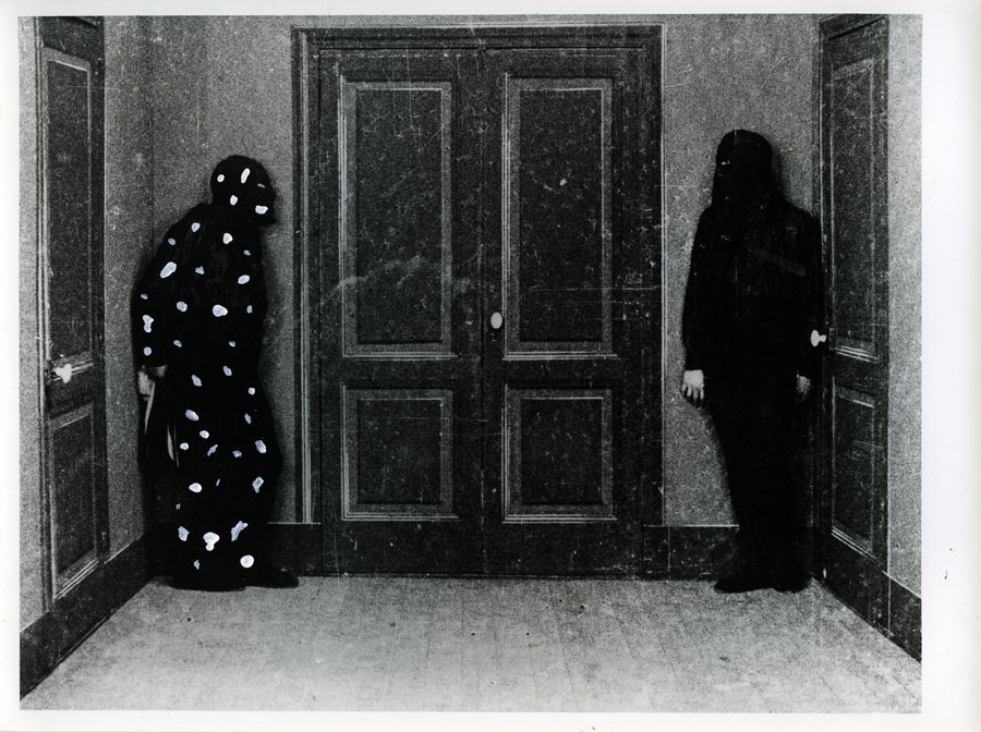 « Le rendez vous ». « Le mort qui tue », Louis Feuillade, 1913. Capitaine Lonchamps Neige, 2011 technique mixte sur photographie ancienne, 18 x 24 cm